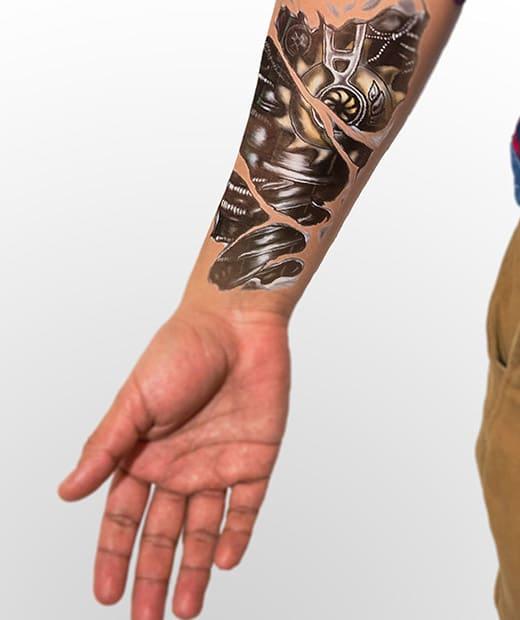 tatuaje temporal biomecanico engranajes modelo feel tattoo
