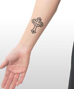 tatuaje temporal cruz antigua modelo feel tattoo