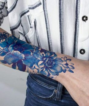 tatuaje temporal rosa invernal modelo feel tattoo